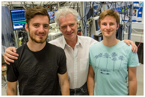Phd student Rodrigo Thomas, Professor Eugene Polzik and PhD student Christoffer Møller