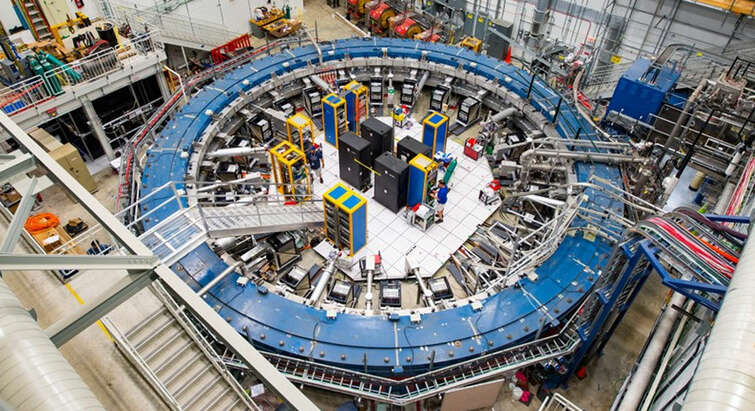 View of Fermilab's Muon g−2 ring