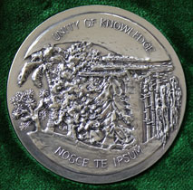 Forstørrelse af Medaljens bagside
