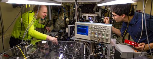 Jan W. Thomsen in quantum-optical laboratory