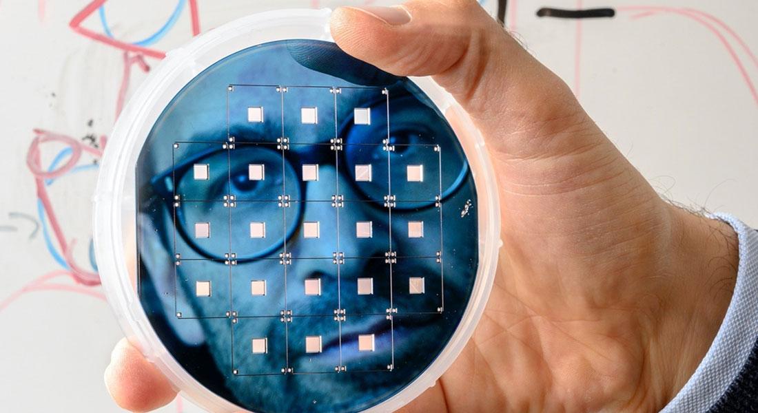 European Research Council (ERC) har bevilget et såkaldt Consolidator Grant til Albert Schliesser, profesor ved Niels Bohr Institutet (NBI), ved Københavns Universitet. Professor Schliessers forskningsgruppe har oparbejdet et ry for pionerarbejde indenfor måling og styring af bevægelser med en præcision, der strækker sig helt til hvor den fundamentale og sommetider temmelig bizarre kvantemekanik styrer.