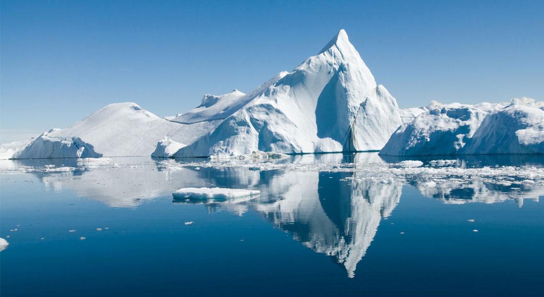 Isbjerge:  Isen i Det Arktiske Ocean smelter hurtigere end hidtil antaget.